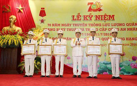 Luc luong Quan ly trang bi ky thuat va trang cap CAND don nhan Huan chuong Quan cong hang Ba - Anh 5