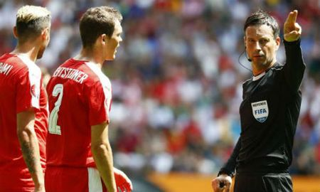 Chinh thuc: Trong tai Clattenburg bat chung ket Euro - Anh 1