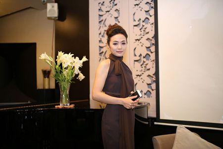 Sau lum xum Duong Cam Lynh, Tinna Tinh tung MV 'Doi kho doan' - Anh 1