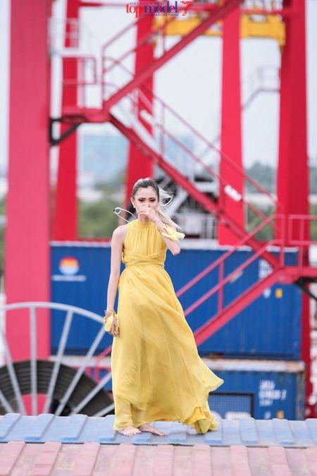 Thanh Hang doa loai hotgirl 1,54 m ngay thu thach dau Vietnam's Next Top Model 2016 - Anh 2