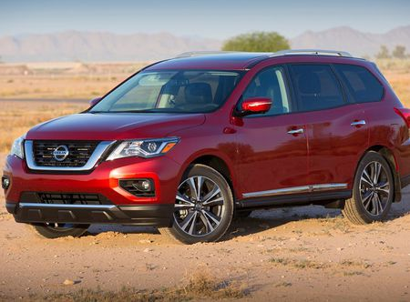 Nissan Pathfinder 2017: Xe gia dinh rong rai va tien loi - Anh 1