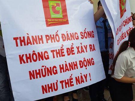 Tu tap dong nguoi, phan doi Cong ty CP Duc Manh tai Big C Da Nang - Anh 3
