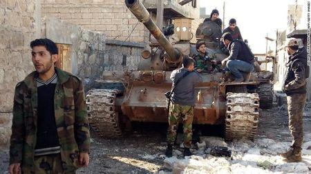 Syria: Giao tranh du doi tai Aleppo, phe noi day bi co lap - Anh 1