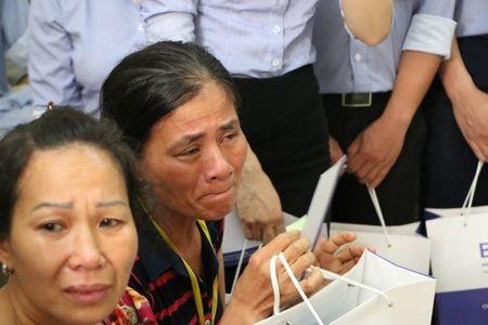 "Giao su Nguyen Lan Dung ""xin tien"" ung ho benh nhan ngheo - Anh 2"