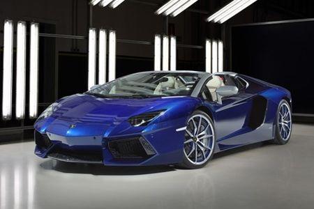 """Lamborghini lap ky luc ban sieu xe: Cu 2 tieng lai mot chiec """"xuat chuong"""" - Anh 2"""