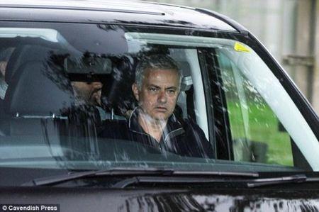 Mourinho khoe phong lam viec moi toanh tai dai ban doanh Carrington - Anh 2