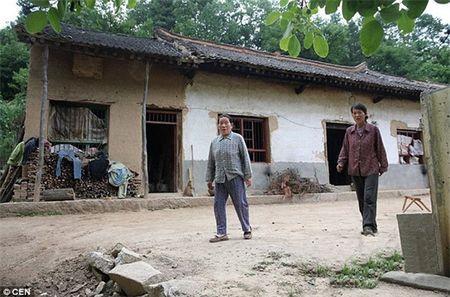 Dau that long nhung gia dinh van phai nhot con minh vao long sat - Anh 3
