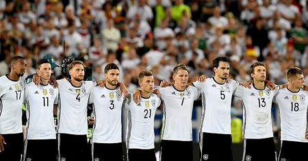 Schweinsteiger thay mat tuyen Duc viet tam thu chia tay EURO 2016 - Anh 2