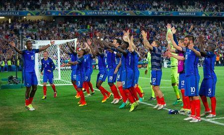 Bao chi the gioi noi gi ve chien thang lich su cua Phap truoc Duc o EURO 2016? - Anh 1