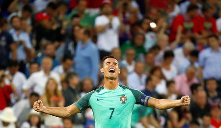 Cristiano Ronaldo co vuot qua bong ma qua khu? - Anh 1