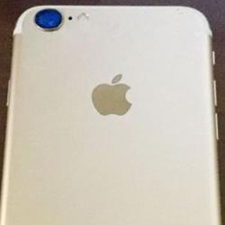 Day co phai la Apple iPhone 7 phien ban Gold sang trong? - Anh 1