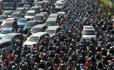Ket xe kinh hoang tai Indonesia, 18 nguoi thiet mang - Anh 1