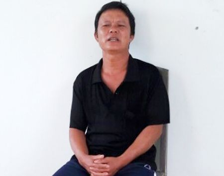 Ngu phu chem dut ban tay vo vi ghen - Anh 1