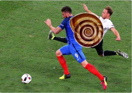 Schweinsteiger va Giroud bi ghep anh che gieu - Anh 10