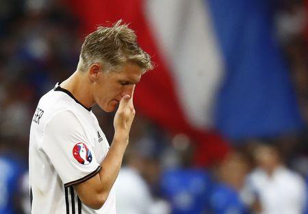 Muller, Giroud linh xuong doi hinh te nhat ban ket Euro 2016 - Anh 9