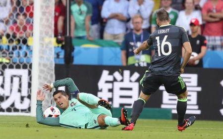 Cay cu that bai, sao Xu Wales che bai Ronaldo - Anh 1