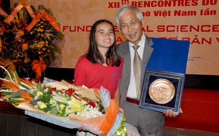 Vien Nghien cuu nguyen tu Nga vinh danh GS Tran Thanh Van - Anh 1