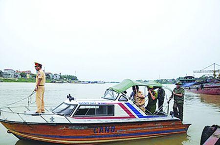 Phu Tho: Kiem tra cong tac ATGT duong thuy tren toan tinh - Anh 1