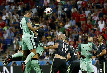 Ronaldo khien ca the gioi nga mu nho kha nang khong chien sieu hang - Anh 1
