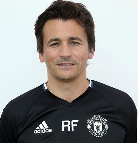 Jose Mourinho ra mat Ban huan luyen moi o Man United - Anh 2