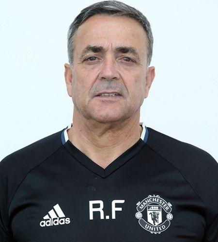 Jose Mourinho ra mat Ban huan luyen moi o Man United - Anh 4