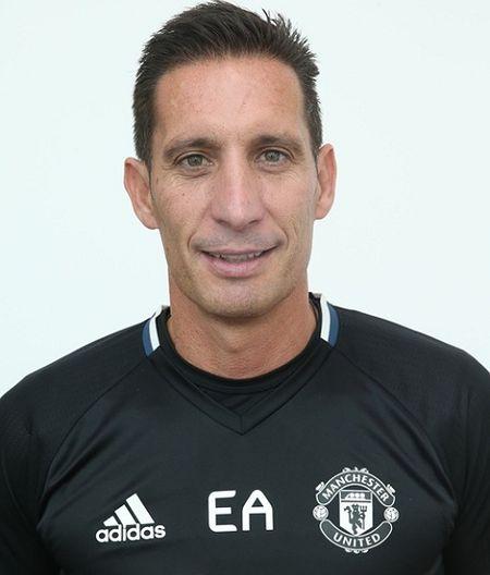 Jose Mourinho ra mat Ban huan luyen moi o Man United - Anh 6