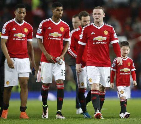 Mourinho bat hoc tro 'hanh xac', che co so vat chat cua Man United - Anh 2