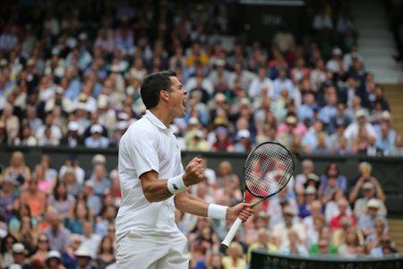 NONG: Federer guc nga truoc Raonic o Ban ket Wimbledon 2016 - Anh 2