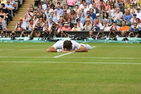 NONG: Federer guc nga truoc Raonic o Ban ket Wimbledon 2016 - Anh 3
