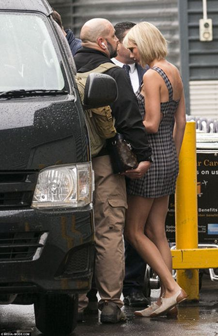 Taylor Swift va Tom Hiddleston bi bat gap tai san bay Sydney - Anh 3