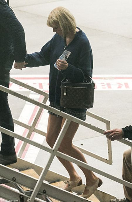 Taylor Swift va Tom Hiddleston bi bat gap tai san bay Sydney - Anh 6