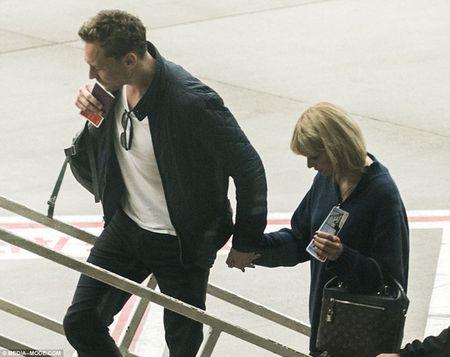 Taylor Swift va Tom Hiddleston bi bat gap tai san bay Sydney - Anh 8