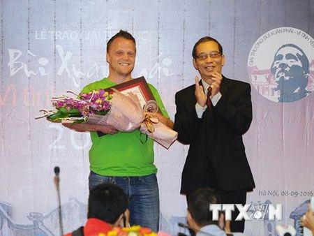 Trao giai thuong 'Vi tinh yeu Ha Noi' cho ong tay don rac - Anh 1