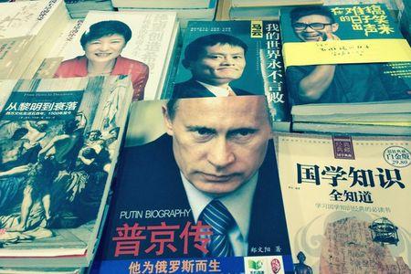 Vi sao Tong thong Nga duoc coi la 'Putin dai de' o TQ? - Anh 1