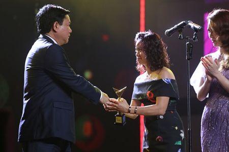Bi thu Thang trao giai tai VTV Awards - Anh 3