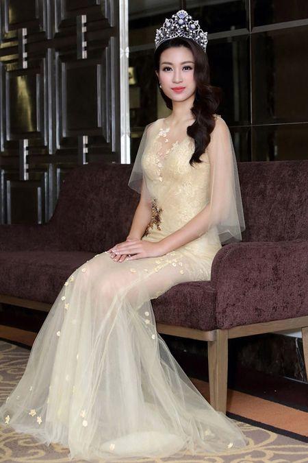 Hoa hau Do My Linh khoe dang chu S voi vay xuyen thau - Anh 2