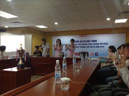 12 doi bong tham du Cup Tap chi Cong Thuong lan thu IV nam 2016 - Anh 1