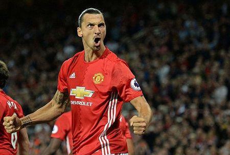 Ki luc moi cho Ibrahimovic pha o derby Manchester - Anh 1