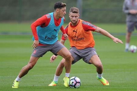 Chum anh: Lucas Perez phan khich, Mustafi tap cuc hang truoc dai chien Southampton - Anh 1