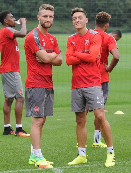 Chum anh: Lucas Perez phan khich, Mustafi tap cuc hang truoc dai chien Southampton - Anh 2