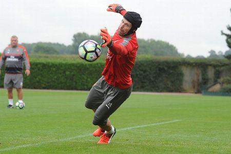 Chum anh: Lucas Perez phan khich, Mustafi tap cuc hang truoc dai chien Southampton - Anh 7