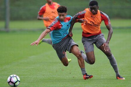 Chum anh: Lucas Perez phan khich, Mustafi tap cuc hang truoc dai chien Southampton - Anh 8