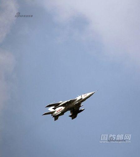Ky la Trung Quoc van dung cuong kich Q-5 sieu co lo - Anh 3