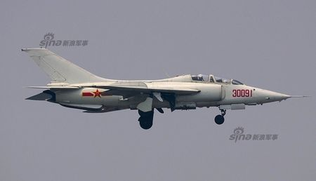 Ky la Trung Quoc van dung cuong kich Q-5 sieu co lo - Anh 7