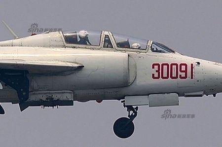 Ky la Trung Quoc van dung cuong kich Q-5 sieu co lo - Anh 8