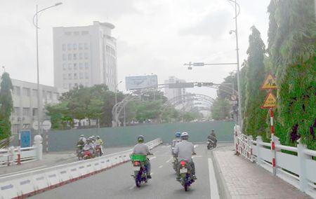 Phan luong thi cong nut giao thong phia Tay cau Song Han: Ach tac giao thong tren nhieu tuyen duong - Anh 2