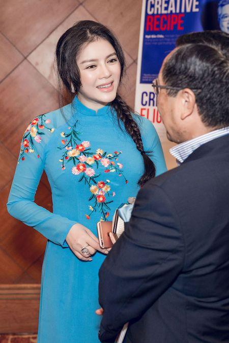 Ly Nha Ky mac ao dai xanh, dep nen na khi gap Tong thong Phap - Anh 3