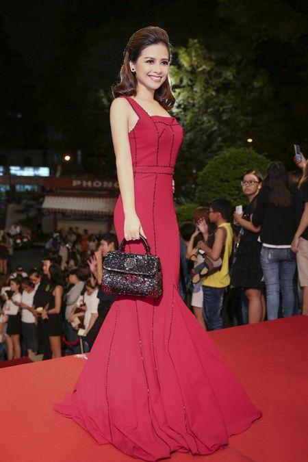 Duong Hoang Yen long lay voi sac do tai VTV Awards - Anh 1