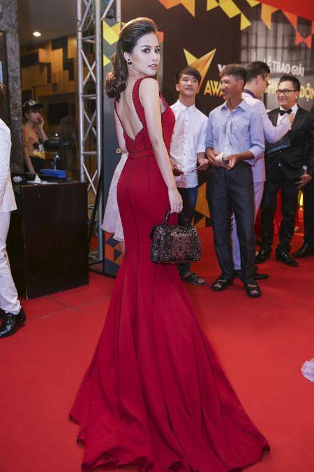 Duong Hoang Yen long lay voi sac do tai VTV Awards - Anh 4