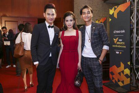 Duong Hoang Yen long lay voi sac do tai VTV Awards - Anh 5